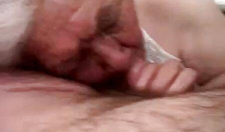 壁の穴と貪欲なブルネットの口からのディルド av 女子 動画